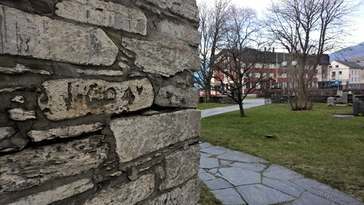 The carving in the stone church at Voss, which indicates the water level in 1604 (photograph: Jakob Håheim).