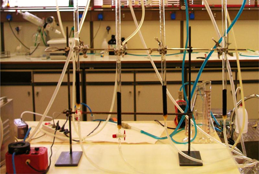 Experimental apparatus for rapid small-scale column tests.